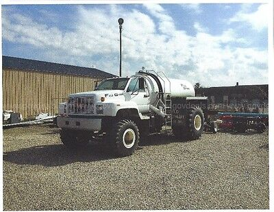 Field Gymmy irrigation and water  truck- 2000 gallons with plow injection