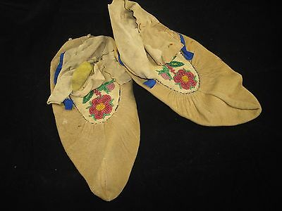 Vtg Moccasins Flower Chippewa Indians Native American Beaded Hide 20th Century