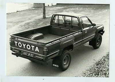 1985 Toyota 2.4D 4WD Diesel Pickup Truck ORIGINAL Factory Photograph wy1857