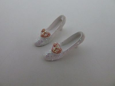 Dolls House Miniature 1:12th Scale Bedroom Shop Accessory Ladies White Shoes