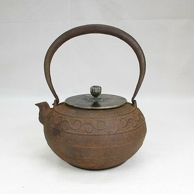 F175: Japanese quality iron teakettle TETSUBIN with relief work and good knob