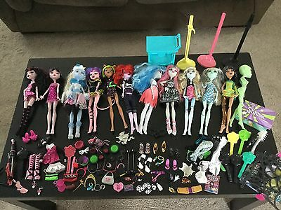 Huge lot of 11 Discontinued Monster High Dolls, with clothing and accessories