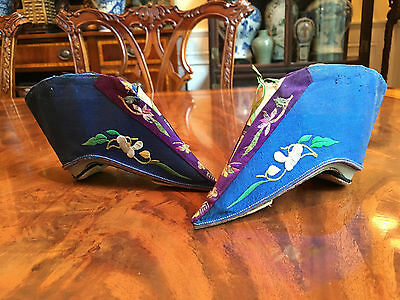 A Pair Rare Chinese Qing Dynasty Embroidered Blue Silk Shoes.