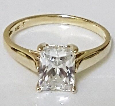 9ct Yellow gold ring with clear white sapphire