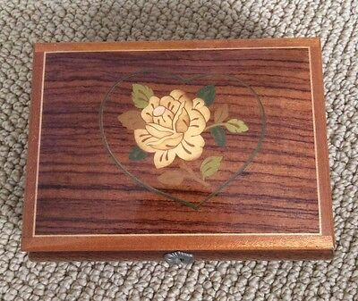 Reuge Music Box 18 note - Rose/Heart Inlay
