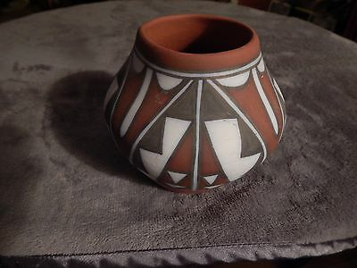 """Vintage Acoma Pot, 5"""" tall, 6"""" diameter of middle, 2 browns & chalk white"""