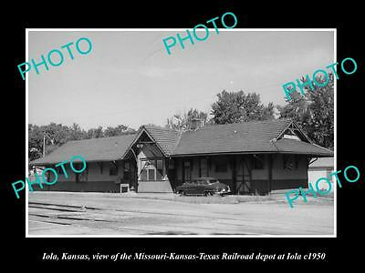OLD LARGE HISTORIC PHOTO OF IOLA KANSAS, VIEW OF THE RAILROAD DEPOT c1950 2