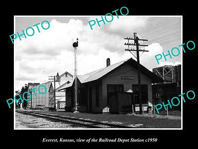 OLD LARGE HISTORIC PHOTO OF EVEREST KANSAS, THE RAILROAD DEPOT STATION c1950