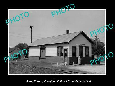 OLD LARGE HISTORIC PHOTO OF ARMA KANSAS, THE RAILROAD DEPOT STATION c1950
