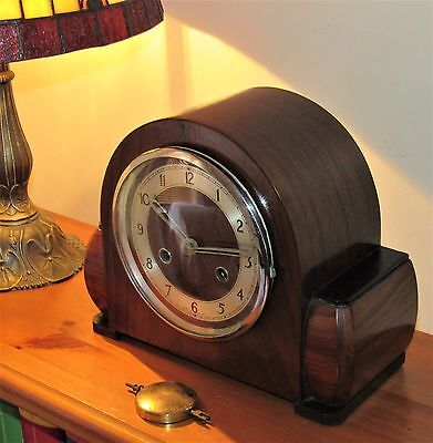 Delightful British Striking Art Deco Mantle Clock In Very Good Condition