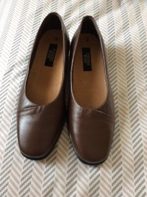 PAVER LADIES SHOES SIZE UK 7 WIDE FIT. Brown