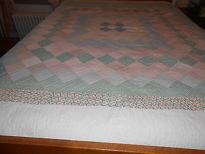 Vintage Quilt In A Lovely Block Pattern, Good Condition, Circa 1920