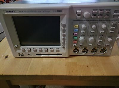 Tektronix TDS3034B Digital Phosphor Oscilloscope 4 Channels 300MHz 2.5GS/s