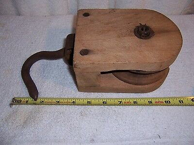 Very Nice Vintage Single Wood Rope Tackle Block Pulley Farm Use Drinking Well