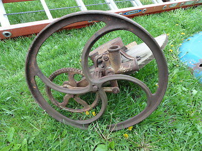 Antique barrel type washing machine gear - W Ruthven patent 935,553 Lawn art '09