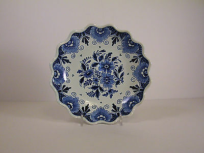 Oud Delft shallow fruit bowl handpainted blue and white floral decoration