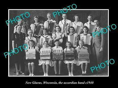 OLD LARGE HISTORIC PHOTO OF NEW GLARUS WISCONSIN, THE ACCORDIAN BAND c1940