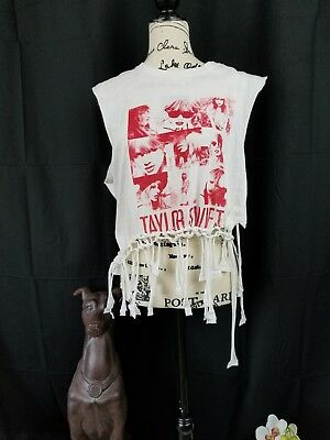 Singer TAYLOR SWIFT white/ RED Music Concert W T-Shirt Gildan Softstyle Size l