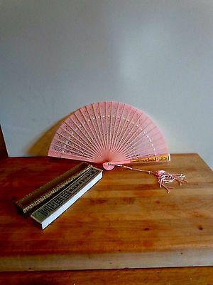 Vintage hand fan, Pink Plastic Fan made in Hong Kong (Lace design) Original Box!