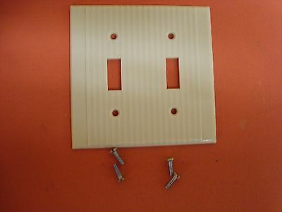 VTG LEVITON BAKELITE DOUBLE TOGGLE SWITCH PLATE COVER Ribbed IVORY w/ screws