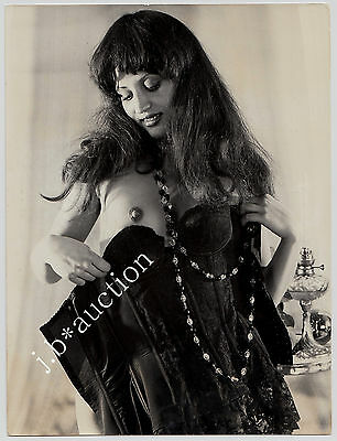 "LATIN WOMAN TAKING OFF CORSET TO SHOW NUDE BREAST / AKT * Vintage 60s Photo ""L"""