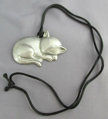 3D Vintage 1985 Gayle Clark Pewter Resting Kitty Cat Necklace 22.4G