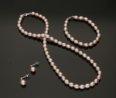 Cultured Pearl Necklace, Bracelet & Earring Set Natural Pink Colour.