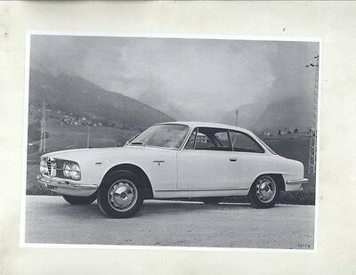 1960 Alfa Romeo 2000 Coupe Bertone ORIGINAL Factory Photograph wy2329