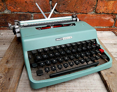 Vintage 1960s Olivetti Lettera 32 Portable Typewriter Working & Carry Case