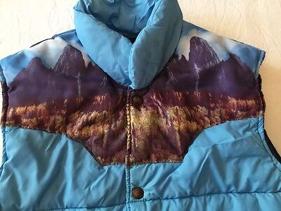Vintage 1970's SEARS Western Puffer Vest Size Small Mountain Scenery Blue EUC