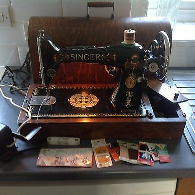 Vintage Singer Sewing Machine With Extras Electric.