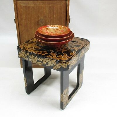 F856: Japanese old lacquer ware SAKE cup and stand KAGATSU-DAI with good MAKIE