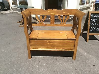 """Pine Box Settle, Bench 39"""" Wide."""