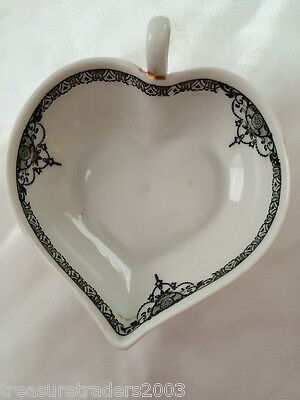 ♡ ART DECO BLACK CHANTILLY LACE HEART SHAPED TRINKET PIN DISH with HANDLE