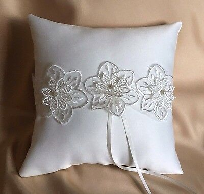 LOVELY HAND MADE WEDDING RING PILLOW/WHITE/IVORY&FLORAL TRIM/19x19cm/7.5''x7.5''