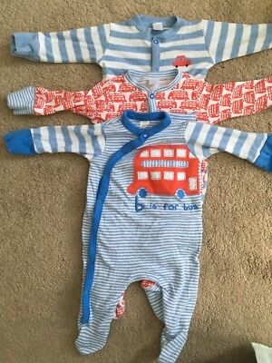 0-3 months baby grows