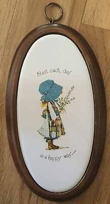 Vintage Retro Collectable HOLLY HOBBIE Ceramic Porcelain & Timber Wall Plaque