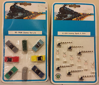 N Lot of 2 Bachmann Detail Sets - Vehicles and Crossing Signals/Gates