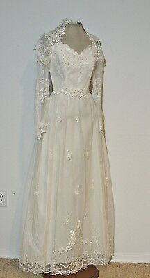 1960's - 1970's Queen Anne Neck White Lace / Tulle Wedding Gown NWT sz 5 SM