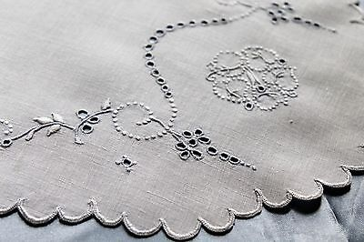 Vtg Antique Madeira Embroidered Lace White Linen Tablecloth Topper Doily
