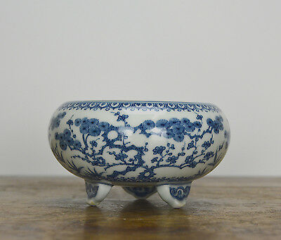Superb Chinese Blue and White Porcelain Tripod Brush Washer
