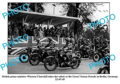 OLD LARGE PHOTO, WINSTON CHURCHILL SALUTING VICTORY PARADE, BERLIN c1945