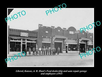 OLD LARGE HISTORIC PHOTO OF LIBERAL KANSAS, THE FORD GARAGE & STORE c1935