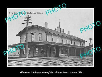 OLD LARGE HISTORIC PHOTO OF GLADSTONE MICHIGAN, THE RAILROAD DEPOT STATION c1920