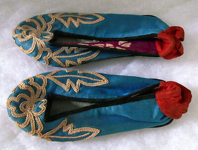 Vintage Early 20th c CHINESE LADIES EMBROIDERED SILK BOUND FOOT SHOES SLIPPERS