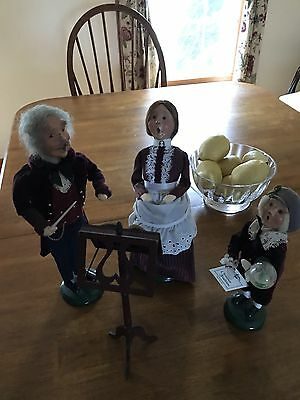 Lot Of Byers Carolers Family Conductor