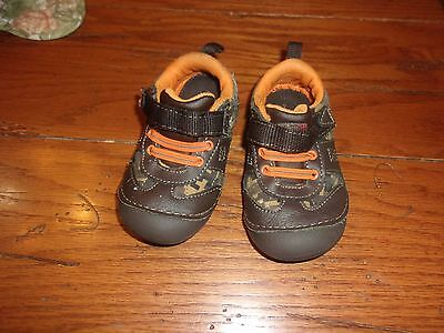 Baby boy size 6 leather and cloth tennis shoes / healthtex