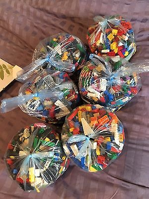 1KG Bag Of Assorted Lego  - Starter Kit. Mixed pieces in various colours.