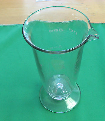 Medical  GLASS MEASURING CUP 16OZ 8 inch x  4 inch great condition
