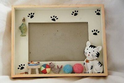 Cat Photo Frame Picture Yarn Paw Prints Fish 4x6 Wall Hanging